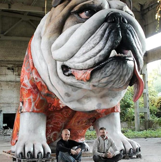 В Киеве установили самую большую скульптуру собаки в Украине